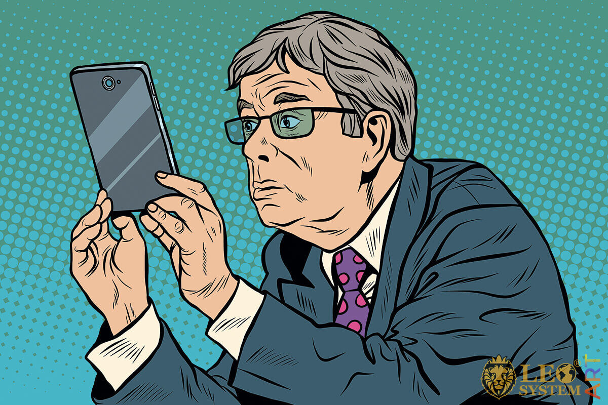 Picture of a man who looks at the tablet screen carefully